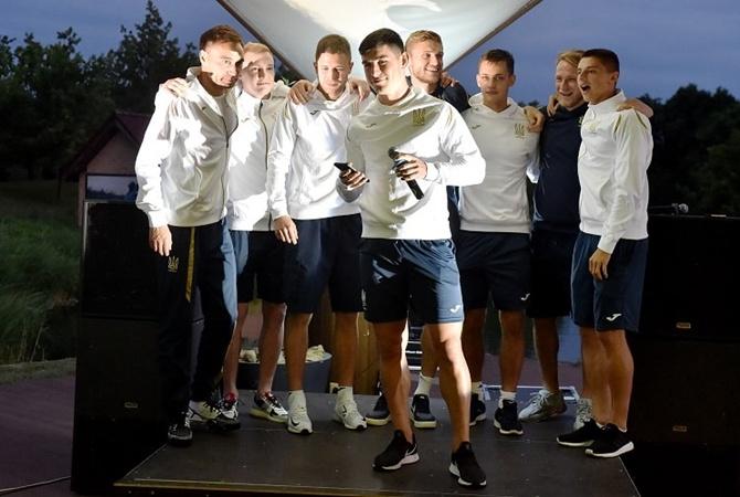 Как развлекаются футболисты после игры [фото]