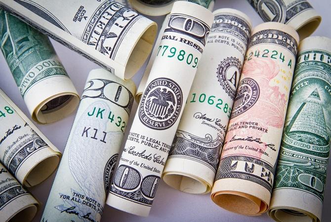 Доллар на минимуме: Сколько можно заработать на курсовых колебаниях