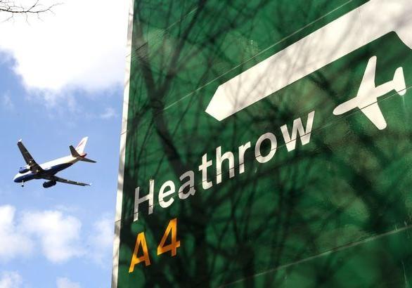 Над Лондоном из самолета выпал нелегальный пассажир