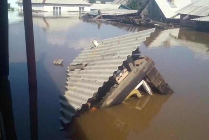 В России 40-тысячный город затопило по крыши [фото, видео]