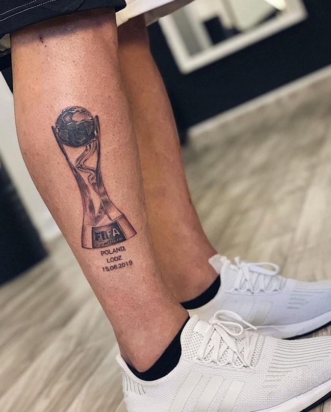 Защитник сборной Украины сделал татуировку, посвященную победе на чемпионате мира U-20 [фото]