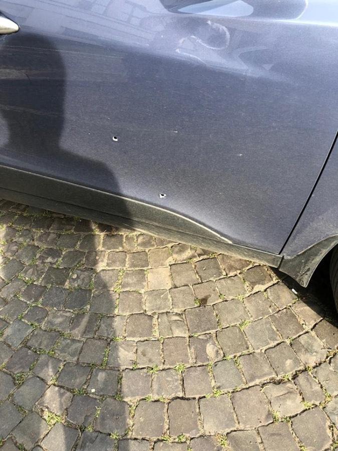 В Ужгороде во время обстрела машины офицера полиции пострадала пенсионерка [фото]