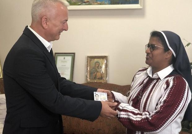 Зеленский дал гражданство индийской монахине Лиджи. Кто она такая [фото, видео]