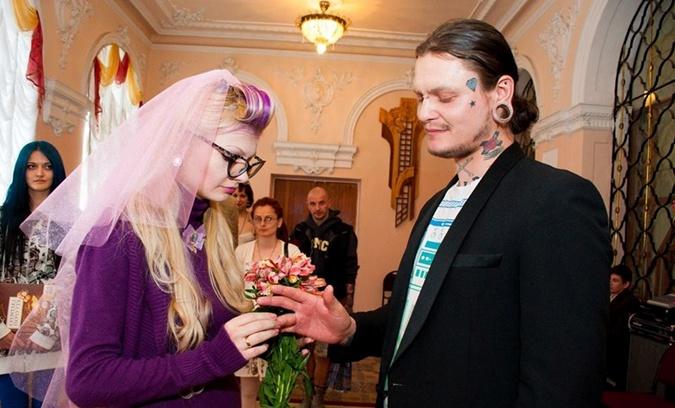 """Друзья убитой тату-мастера из Тернополя: """"Родители Тани запретили говорить, где ее могила"""""""