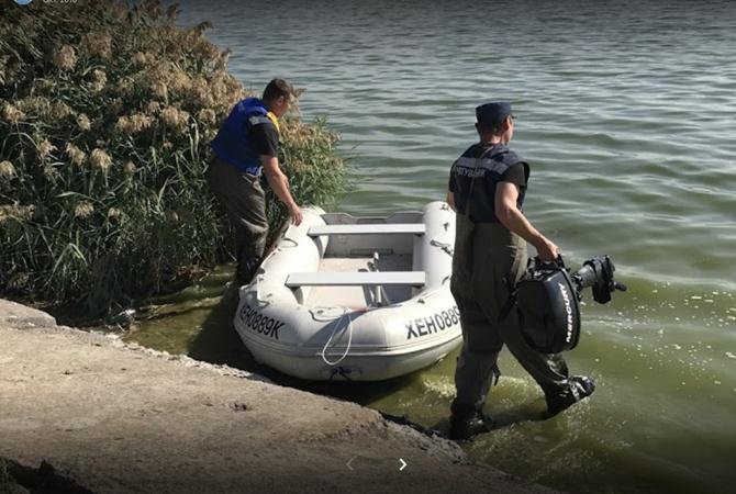 На Херсонщине спасли дельфиненка, погибающего на мелководье