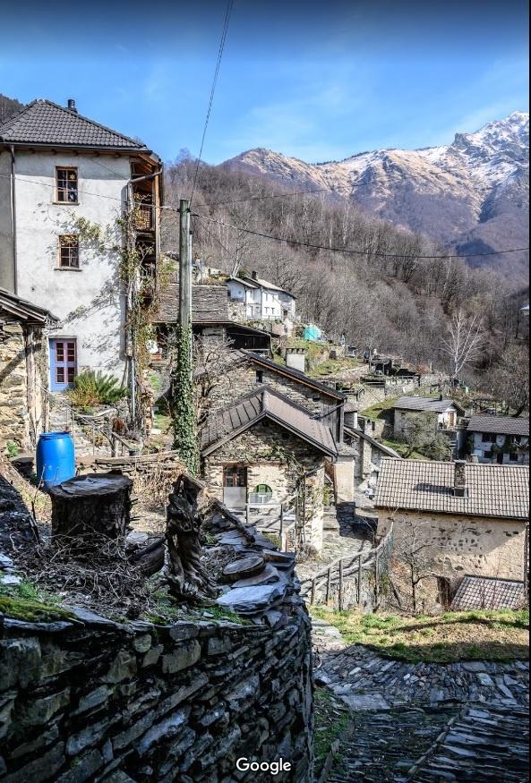 На границе Швейцарии и Италии продают дома стоимостью в один евро [фото]
