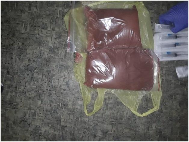 На Донбассе полицейские у женщины обнаружили 150 кг наркотиков [фото]