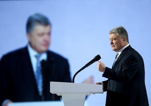 Адвокат Порошенко заявил, что в отношении его клиента нет уголовных дел