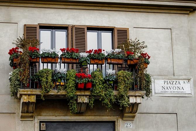 В Риме запретили сушить белье на балконе и сидеть на ступеньках