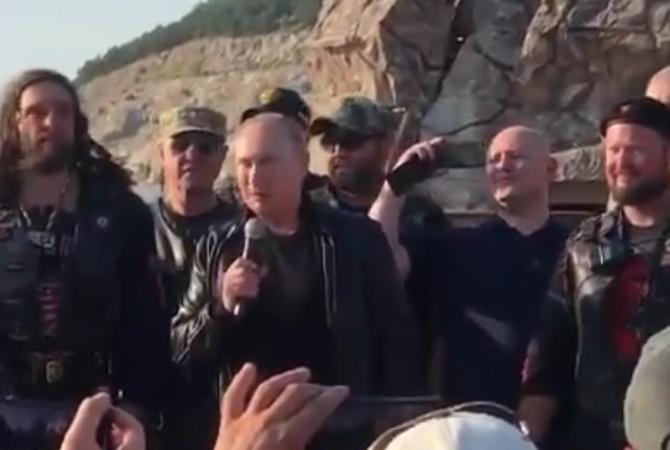 Путин покатал Аксенова на мотоцикле [видео]