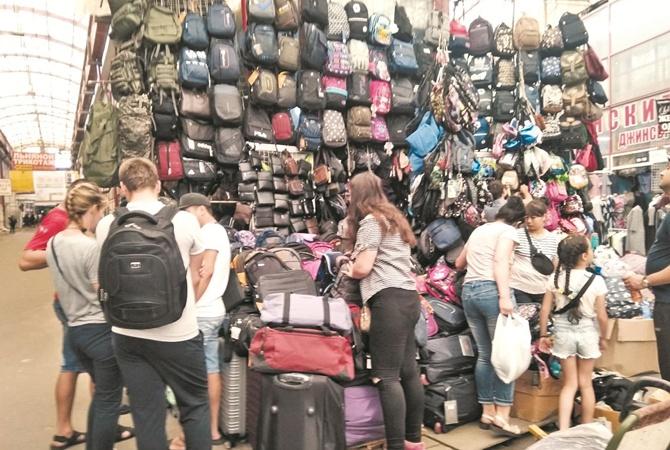 Школьные базары: в моде тетрадки против булинга и сборная по футболу
