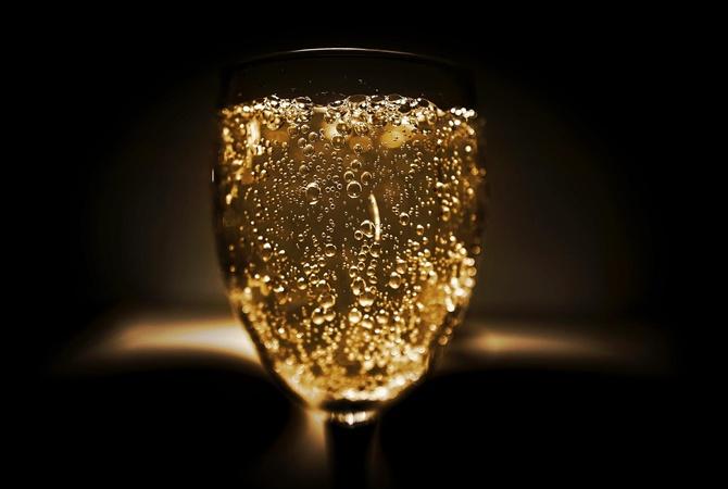 В Германии мужчину, вышедшего из тюрьмы, арестовали в тот же день за кражу шампанского