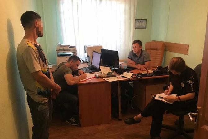 Житель Узбекистана заплатил украинке 400 долларов за фиктивный брак