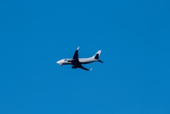 В России еще один самолет столкнулся со стаей птиц