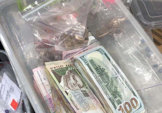 СБУ блокировала незаконную схему ввоза ювелирных изделий из Крыма  [фото]