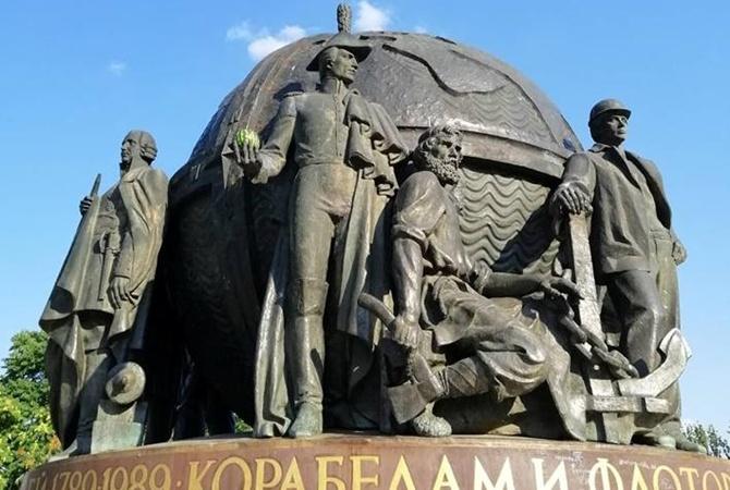 Кораблик на памятнике корабелам в Николаеве заменили… арбузом