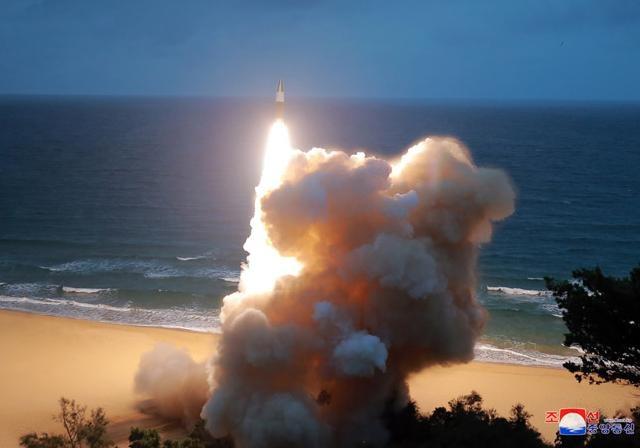 КНДР провела запуск ракет в сторону Японского моря