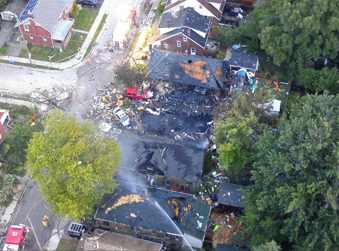 В канадском Лондоне из-за автомобиля разрушены 7 домов [фото, видео]