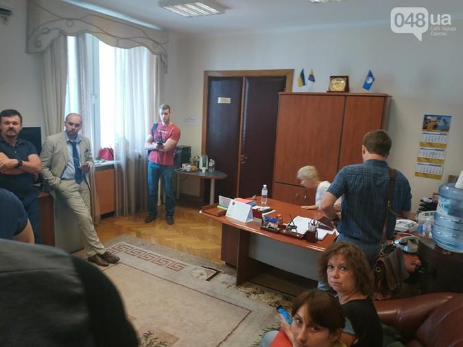 Детективы ГБР устроили обыски в Одесском облсовете [фото]
