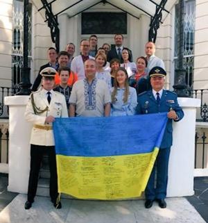"""""""Героям слава!"""": британские чиновники и Борис Джонсон поздравили Украину [фото, видео]"""