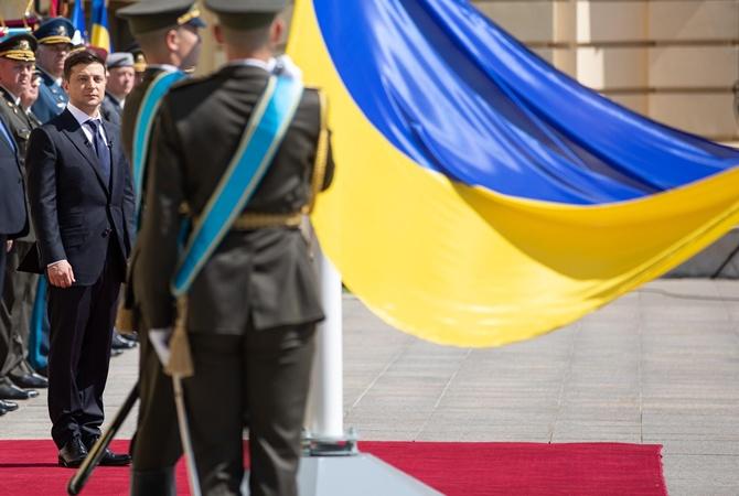 Зеленский в День флага присвоил почетные названия подразделениям украинской армии [видео]