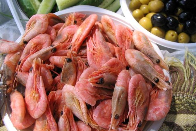 На Черном море семья отравилась креветками