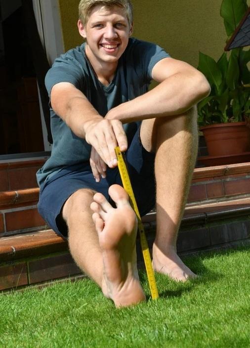В Германии подросток попал в Книгу рекордов Гиннеса благодаря 57-му размеру ноги [фото]