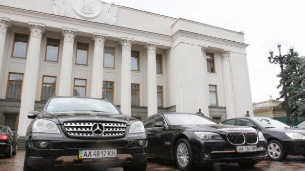 Бесплатное лечение, деньги на квартиру и отпуск: какие льготы у народных депутатов