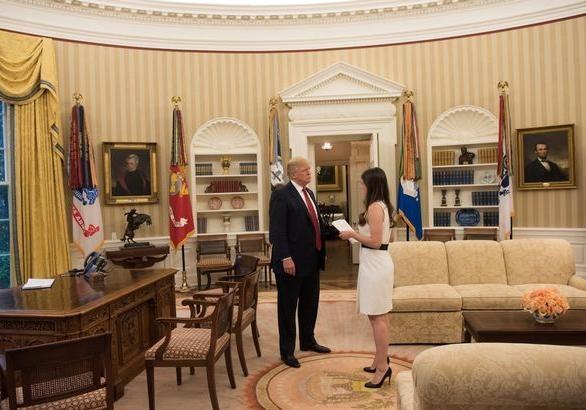 Помощница Трампа уволилась после утечки информации о президенте
