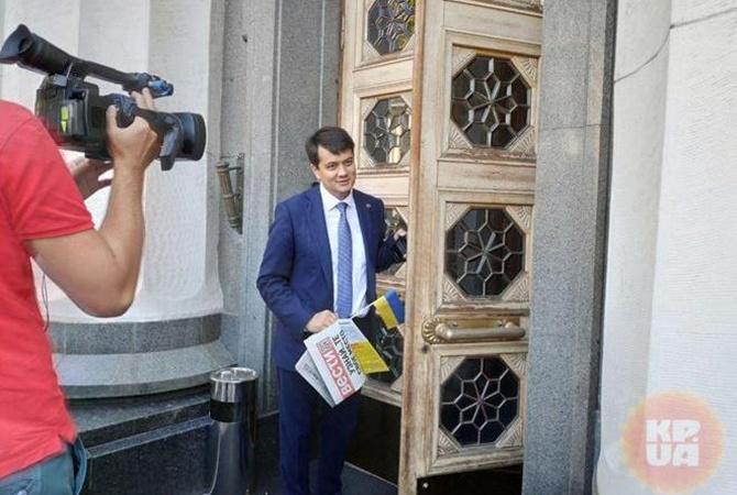 Первое заседание Верховной Рады: скандалы, интриги и боязнь журналистов