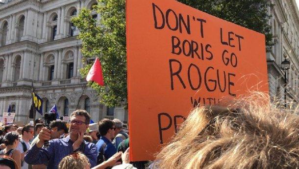 Великобританию охватили протесты против решения Джонсона приостановить работу парламента