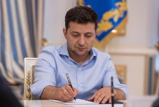Зеленский уволил трех советников президента
