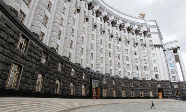 Кілер Путіна у Берліні, хто стоїть за міністрами та звільнення Цемаха: блоги тижня