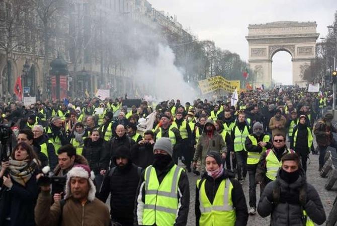 """""""Желтые жилеты"""" снова вышли на улицы Франции с протестам"""