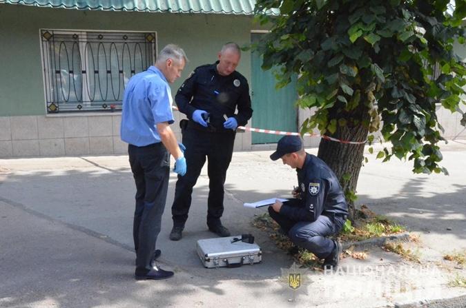 В Житомире неизвестные напали на группу инкассаторов и ранили полицейского [фото,видео]