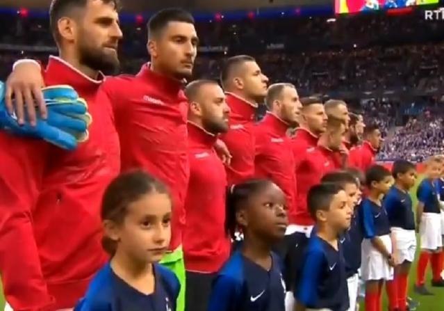 Футбольный скандал с гимнами: Макрону пришлось извиняться перед Албанией