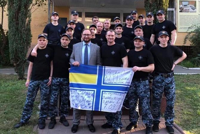 Освобожденные моряки передали деньги осужденному помощнику-россиянину