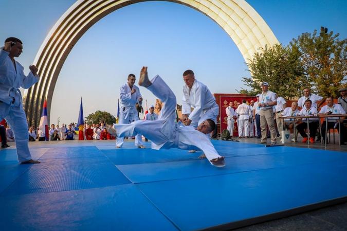 Телохранители Зеленского взяли золото на чемпионате мира по многоборью [фото]