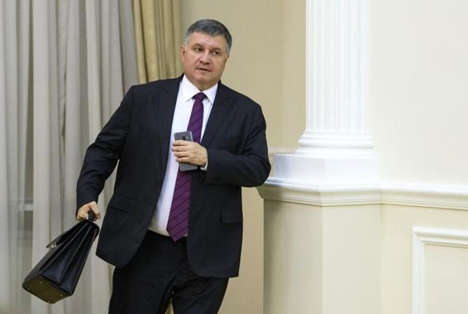 Аваков готов уволиться, но он остается
