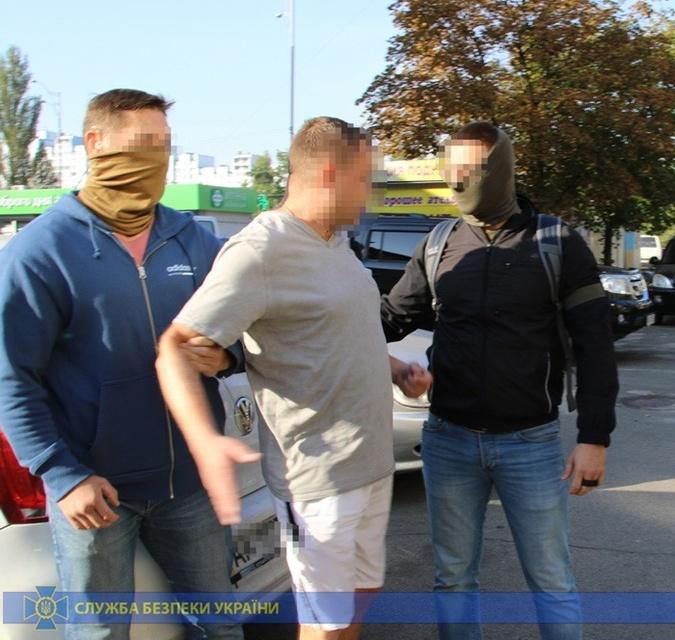 Правоохранители и преступники сработались, чтобы за деньги следить за людьми [фото]