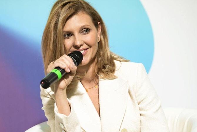Елена Зеленская на YES заговорила о счастье и показала новый костюм [фото, видео]