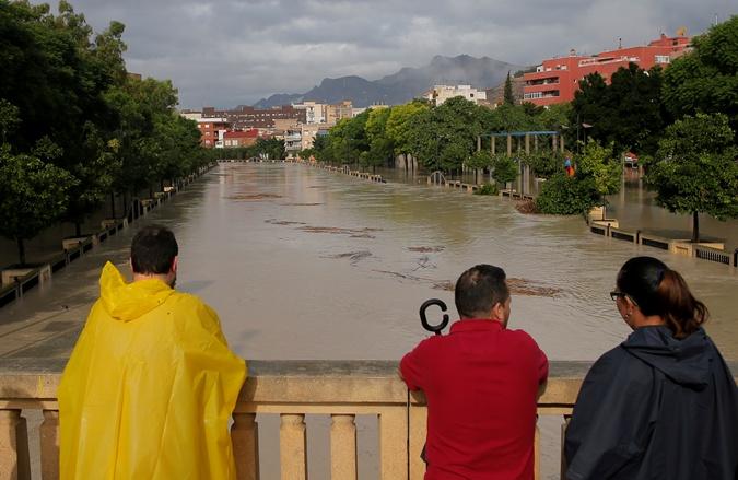 На Испанию обрушились сильнейшие ливни, есть погибшие [фото,видео]