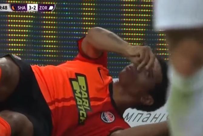 """Капитан """"Шахтера""""  Тайсон получил сильный удар коленом по голове в матче против """"Зари"""" [видео]"""