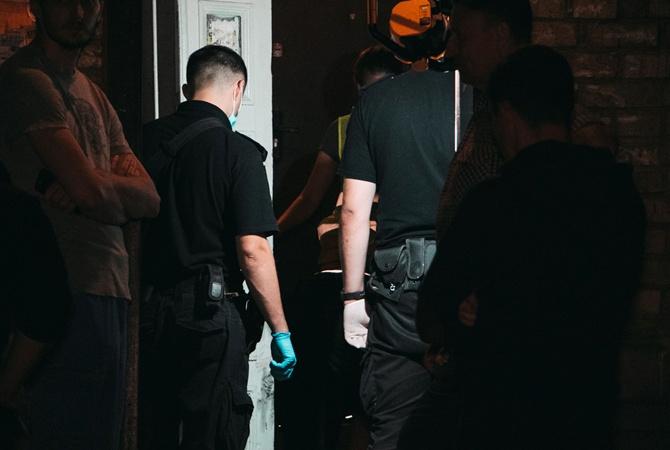 В Киеве иностранец убил экс-супругу у входа в квартиру [фото, видео]