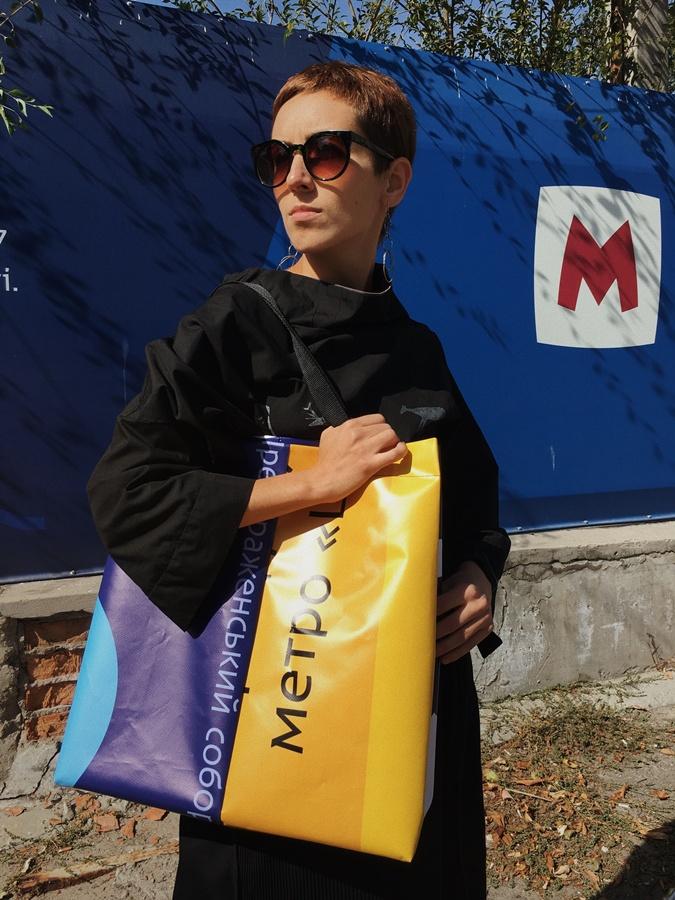 Забор со стройки днепровского метро пустят на сумки для покупок
