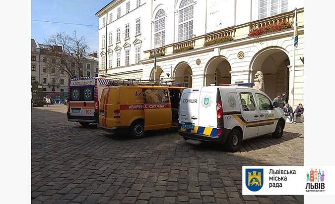 Во здании Львовской мэрии нашли ручную гранату [фото]