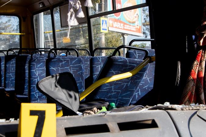 Сезон автокатастроф: в Днепре столкнулись маршрутка и трейлер, 11 пострадавших [фото]