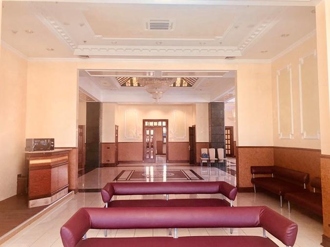 В Киеве на ж/д вокзале депутаты остались без отдельной комнаты отдыха [обновлено]