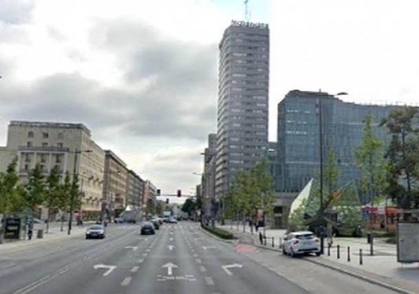 В Польше мужчина выпрыгнул из небоскреба и упал на голову украинцу