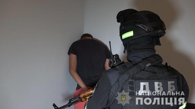 Обыски на Закарпатье: задержали организатора и исполнителя покушения на убийство офицера полиции [фото, видео]